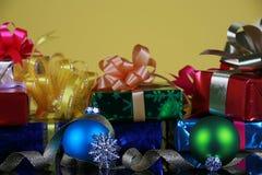 Presentes e decorações de Natal Imagem de Stock Royalty Free
