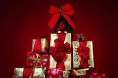 Presentes e presentes de Natal imagem de stock
