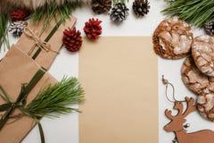 Presentes festivos por la Navidad y el Año Nuevo Imagenes de archivo