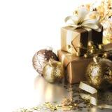 Presentes isolados do Natal no fundo branco Fotografia de Stock