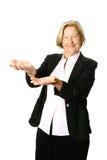 Presentes maduros da mulher de negócios fotos de stock royalty free