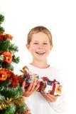Presentes novos do menino e de Natal imagem de stock royalty free