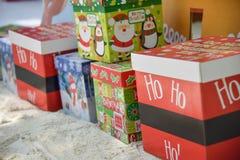 Presentes para o Natal nas caixas de presente Fotografia de Stock Royalty Free