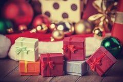 Presentes pequenos no Natal Imagem de Stock Royalty Free