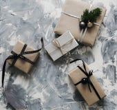 presentes por el Año Nuevo y la Navidad imagen de archivo libre de regalías