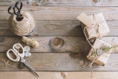 Presentes rústicos do Natal Imagens de Stock Royalty Free