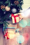 Presentes sob a árvore de Natal foto de stock royalty free
