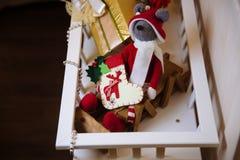 Presentes y regalos de la Feliz Año Nuevo Decoración del día de fiesta Imagenes de archivo