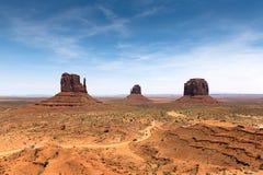 Presenti le montagne in valle del monumento dal centro dell'ospite, mostri fotografia stock
