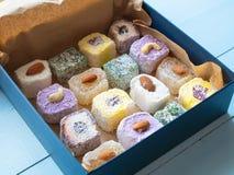 Presenti per il dente dolce - scatola di delizia turca fotografie stock libere da diritti