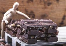 Presentig de maquette une production et emballage d'un chocolat photographie stock libre de droits