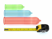 Preservativi dei formati differenti e roulette. 3d Fotografia Stock
