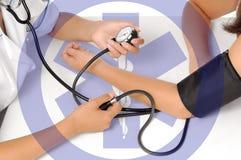 Presión arterial de medición Foto de archivo libre de regalías