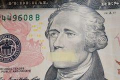 President Alexander Hamilton met mond op het bankbiljet van tien dollars de V.S. wordt gesloten die royalty-vrije stock fotografie