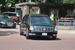 President Obama arrives at Buckingham Palace. US President Barack Obama's motorcade together with a police escort travelled down the Mall on its way to Stock Photos
