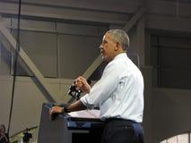 President Obama geeft een toespraak Stock Afbeeldingen