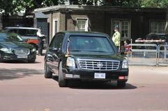 President Obama komt bij Buckingham Palace aan Stock Foto's