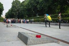 President Poroshenko eerde geheugen van slachtoffers van oorlog in de Oekraïne stock afbeeldingen