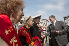 President Poroshenko eerde geheugen van slachtoffers van oorlog in de Oekraïne stock foto