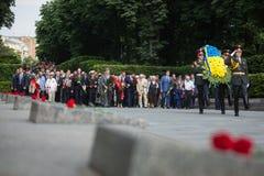 President Poroshenko eerde geheugen van slachtoffers van oorlog in de Oekraïne stock fotografie