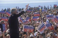 PresidentBill Clinton waves goodbye som ska trängas ihop Fotografering för Bildbyråer