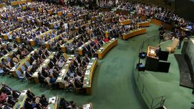 Presidente Barack Obama de los E.E.U.U. lleva a cabo un discurso, la Asamblea General de los Naciones Unidas almacen de video