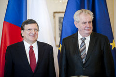 Jose Manuel Barroso e Milos Zeman imagens de stock
