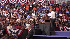 Presidente de la reunión de los E.E.U.U. Barack Obama con los estudiantes de la universidad del monumento de la Florida almacen de metraje de vídeo