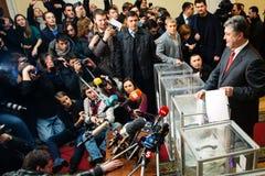 Presidente dell'Ucraina Petro Poroshenko ha votato sulle elezioni anticipate t Fotografia Stock Libera da Diritti