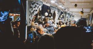 Presidente francês Emmanuel Macron no mercado do Natal com multidão fotografia de stock royalty free