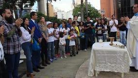 Presidente interino Juan Guaido asiste a la celebración total en Caracas almacen de video