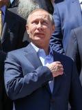 Presidente ruso Vladimir Putin durante una visita al monástico foto de archivo