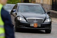 Presidente Sauli Niinistö arriva al funerale in un corteo immagine stock libera da diritti