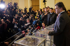 Presidenten av Ukraina Petro Poroshenko röstade på tidiga val t Arkivbild