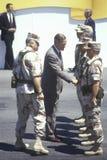 Presidenten Bush hälsar militär personal fotografering för bildbyråer