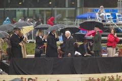 Presidenten för tidigare USA Jimmy Carter skakar händer med presidenten för tidigare USA Bill Clinton under den storslagna öppnin Royaltyfri Bild