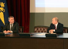 Presidenten från den ryska federationen Vladimir Putin och ordförande av den statliga Dumaen av den federala enheten av den ryska Royaltyfri Foto