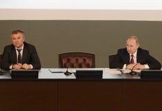 Presidenten från den ryska federationen Vladimir Putin och ordförande av den statliga Dumaen av den federala enheten av den ryska Arkivfoto