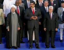 Presidenter av delegationer poserar för det officiella fotografiet i den 17th toppmötet av den alliansfria rörelsen Arkivbild