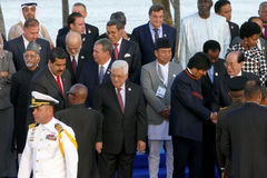 Presidenter av delegationer poserar för det officiella fotografiet i den 17th toppmötet av den alliansfria rörelsen Fotografering för Bildbyråer