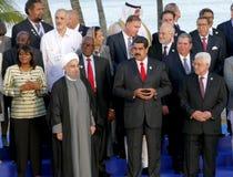 Presidenter av delegationer poserar för det officiella fotografiet i den 17th toppmötet av den alliansfria rörelsen Royaltyfri Fotografi