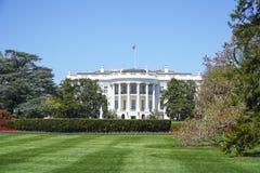 Presidenter parkerar på Vita Huset i Washington DC - WASHINGTON, DISTRICT OF COLUMBIA - APRIL 8, 2017 Arkivfoton