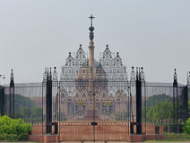 Presidential Palace, Delhi. Elaborate wrought-iron gates and the Jaipur Column stand in front of Lutyen's palace, built for the viceroy Royalty Free Stock Photo