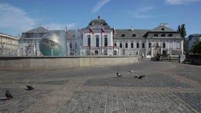 Presidentieel paleis in Bratislava stock video