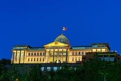 Presidentieel Paleis van Georgië in Tbilisi bij nacht stock afbeelding