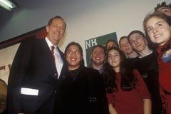 Presidentkandidaten Bill Bradley deltar i staden Hall Meeting på pengar i politik och aktion 2000 som sponsras av vanlig anlednin Fotografering för Bildbyråer