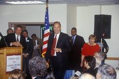 Presidentkandidaten Bill Bradley deltar i staden Hall Meeting på pengar i politik och aktion 2000 som sponsras av vanlig anlednin Royaltyfri Bild