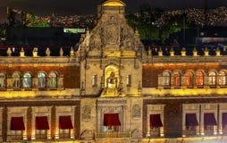Presidents slottbalkong Klocka Zocalo Mexico - stadsMexico natt Arkivfoton