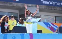 Presidentsvrouw Michelle Obama Encourages Kids om Actief te blijven in Arthur Ashe Kids Day in Billie Jean King National Tennis Ce Stock Afbeelding