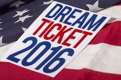Presidentvalet röstar och amerikanska flaggan Arkivfoto